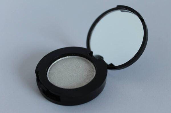 Glittery White parfumefri parabenfri oejenskygge fast mineral Fast Mineral Øjenskygge