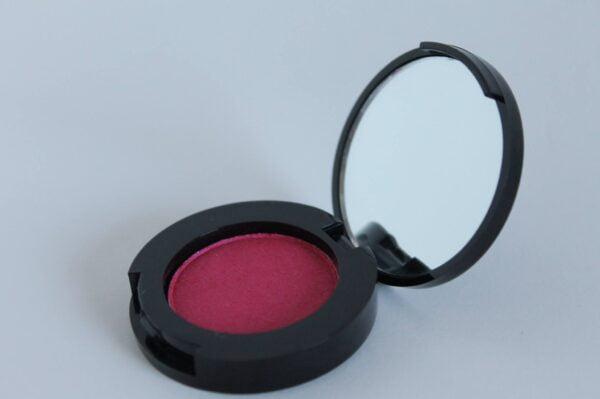 Loes Mineral Oejenskygge Hot Pink En sund og naturlig oejenskygge fra Lingren Cosmetics Fast Mineral Øjenskygge