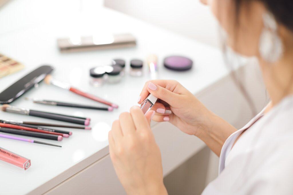 lipstick 4743984 1920 Om os
